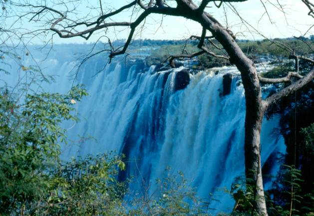 Mosi-oa-Tunya in Tonga language means the smoke that thunders. These are the Victoria Falls (seen from Zambia) found by David Livingstone in 1855.