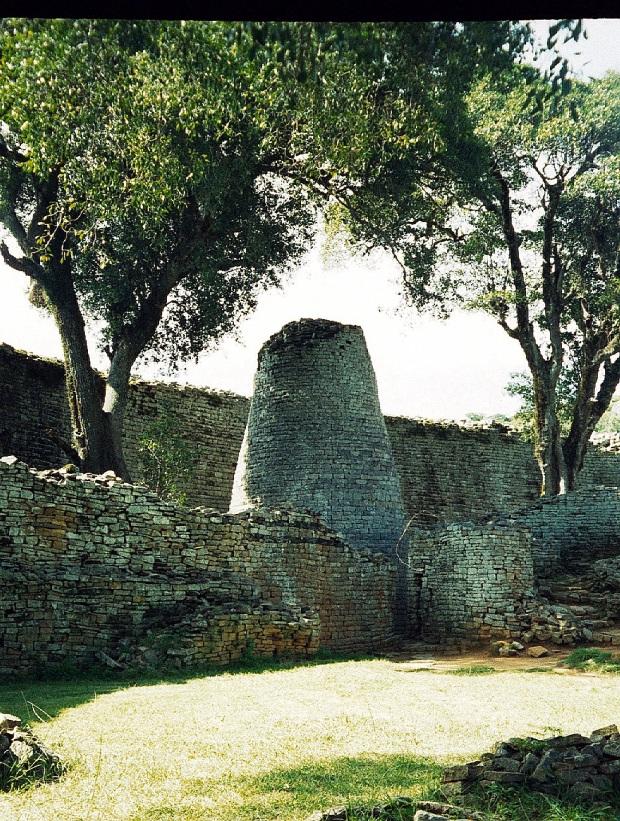 Great Zimbabwe ruins, Zimbabwe, 1998.